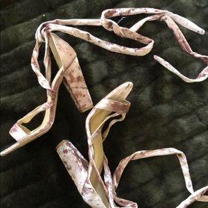Express Shoes - Tie up velvet shoes